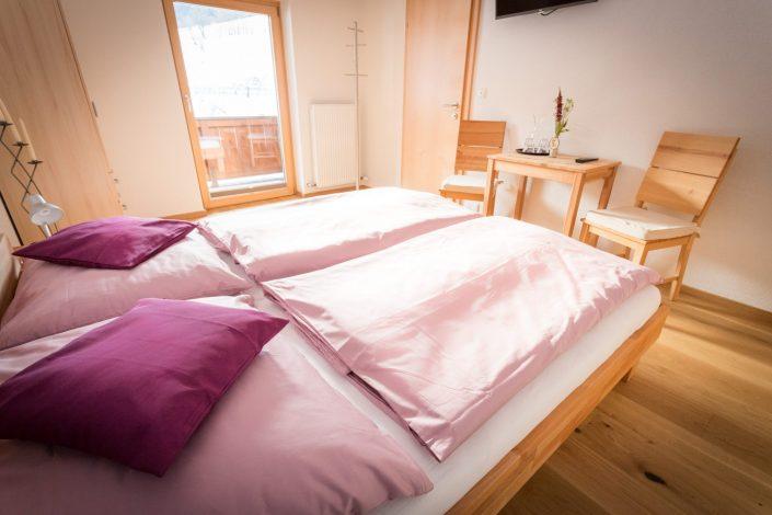 Violettes Schlafzimmer